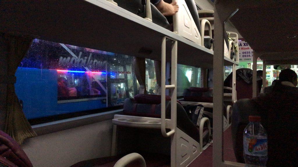 ベトナムの寝れるバス